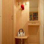 Un ensemble de meubles d'armoire pour un hall d'entrée moderne