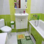Carreaux de chaux dans la salle de bain combinée