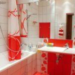 La combinaison de couleurs rouges et blanches dans la conception de la salle de bain