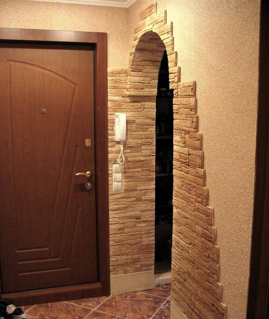 Décoration des murs du couloir en pierre naturelle
