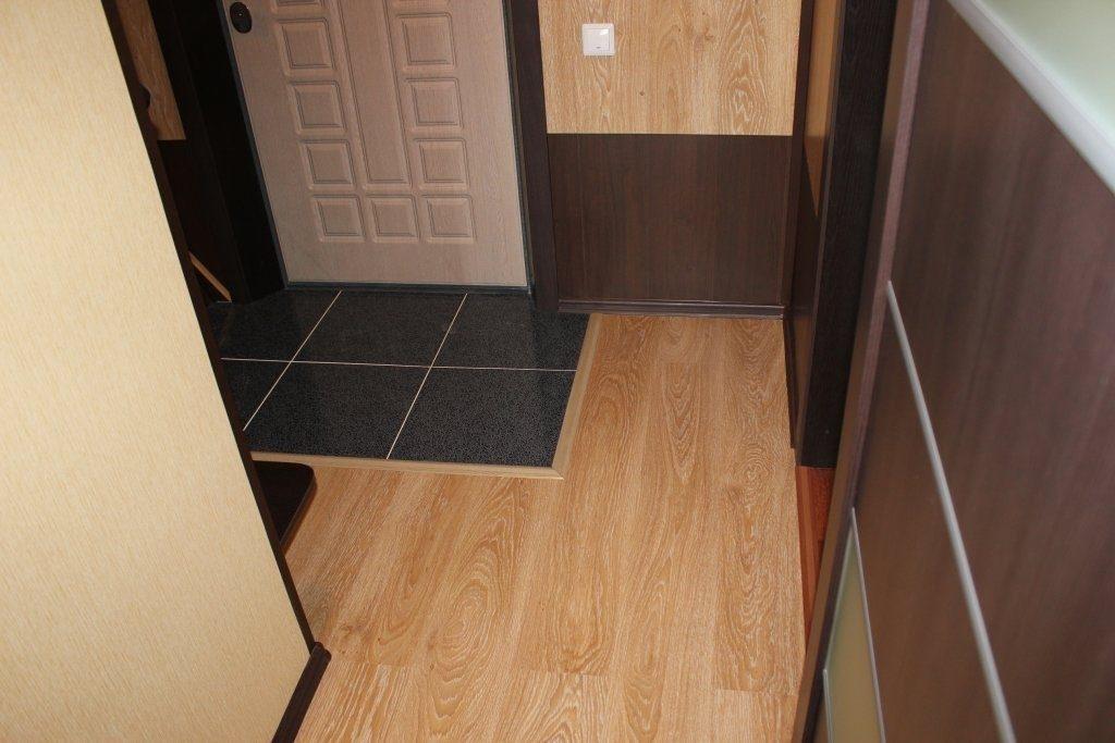 Plancher combiné dans un petit couloir