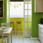 Bucătărie în verde, cu balcon redesenat