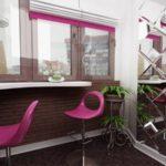 Contor de bar original în bucătărie combinat cu balcon