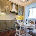 Bucătărie spațioasă, cu o zonă de relaxare suplimentară în bucătăria combinată
