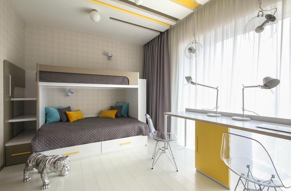Conception d'une chambre d'enfants lumineuse avec de grandes fenêtres