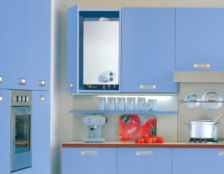 Cazan automat pe gaz în designul bucătăriei