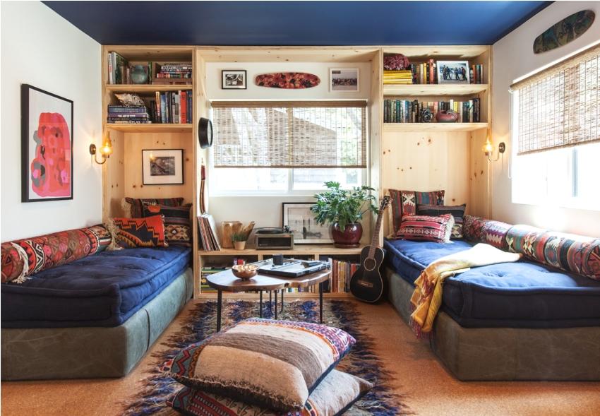 Plafond bleu dans la conception de la chambre des enfants