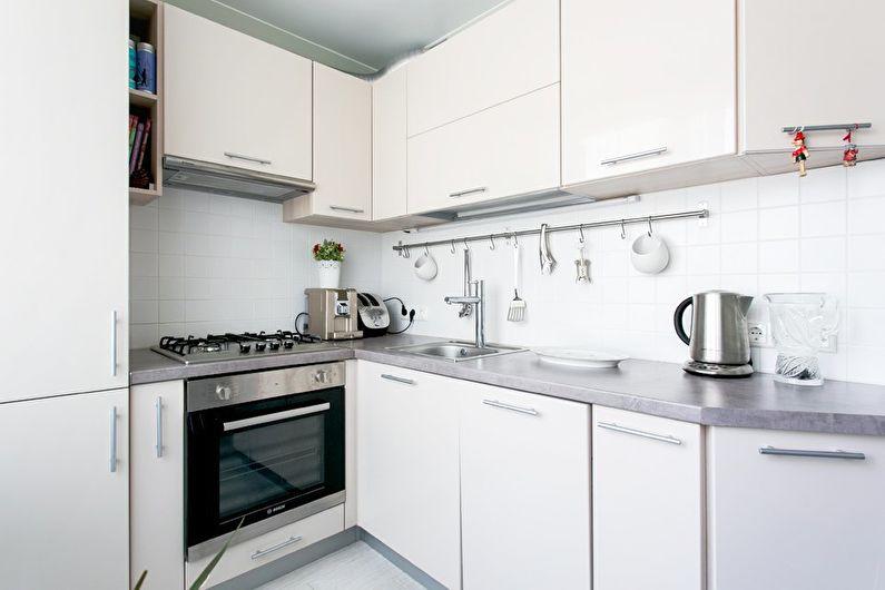 Blat gri din piatră artificială din bucătărie setată în alb
