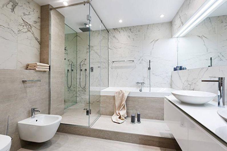 Cabine de douche derrière une cloison vitrée