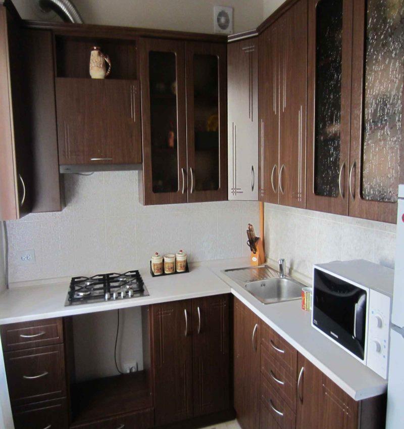 Set de bucătărie cu colț de lemn închis