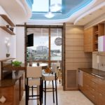 Bucătărie confortabilă, cu zonă de luat masa pe balcon, cu o vedere interesantă