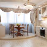 Bucătărie confortabilă, cu balcon