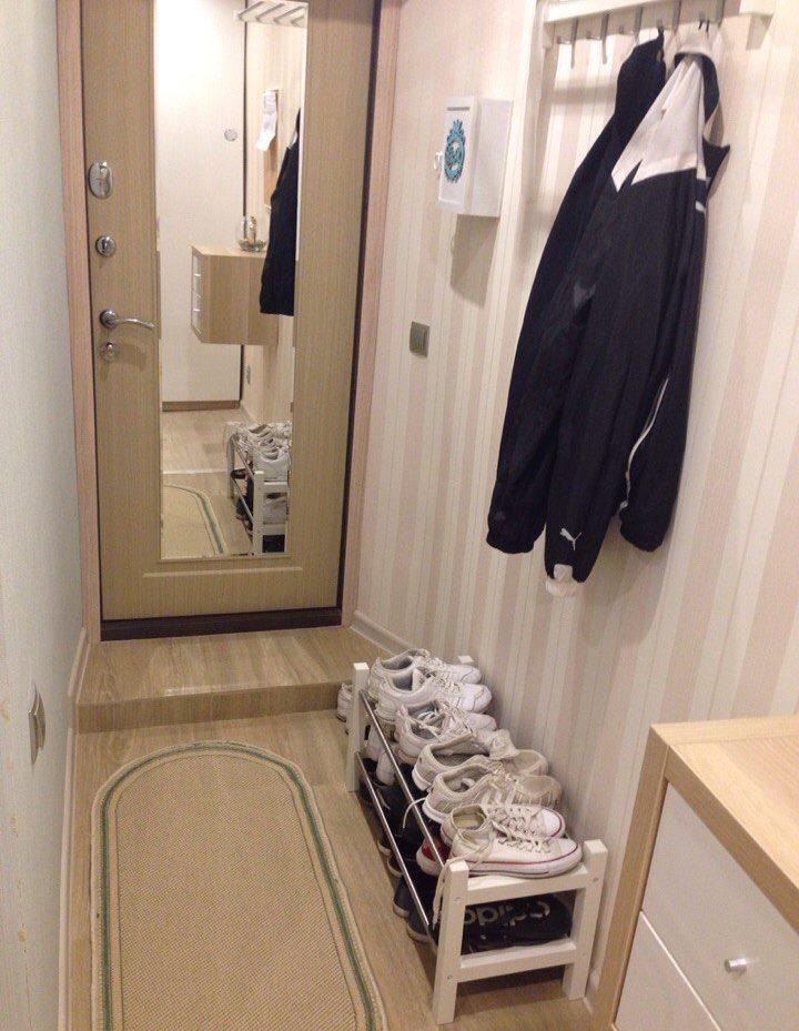 Porte avec un miroir dans le couloir de Khrouchtchev