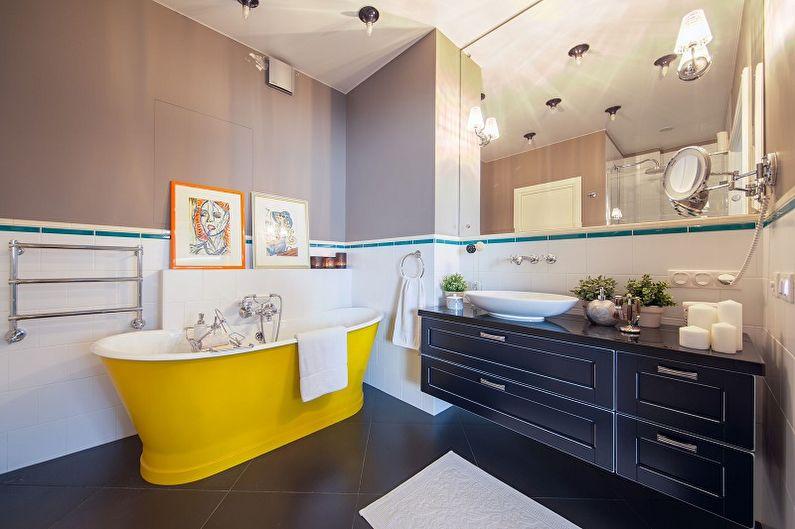 Baignoire jaune à l'intérieur d'une salle de bain moderne