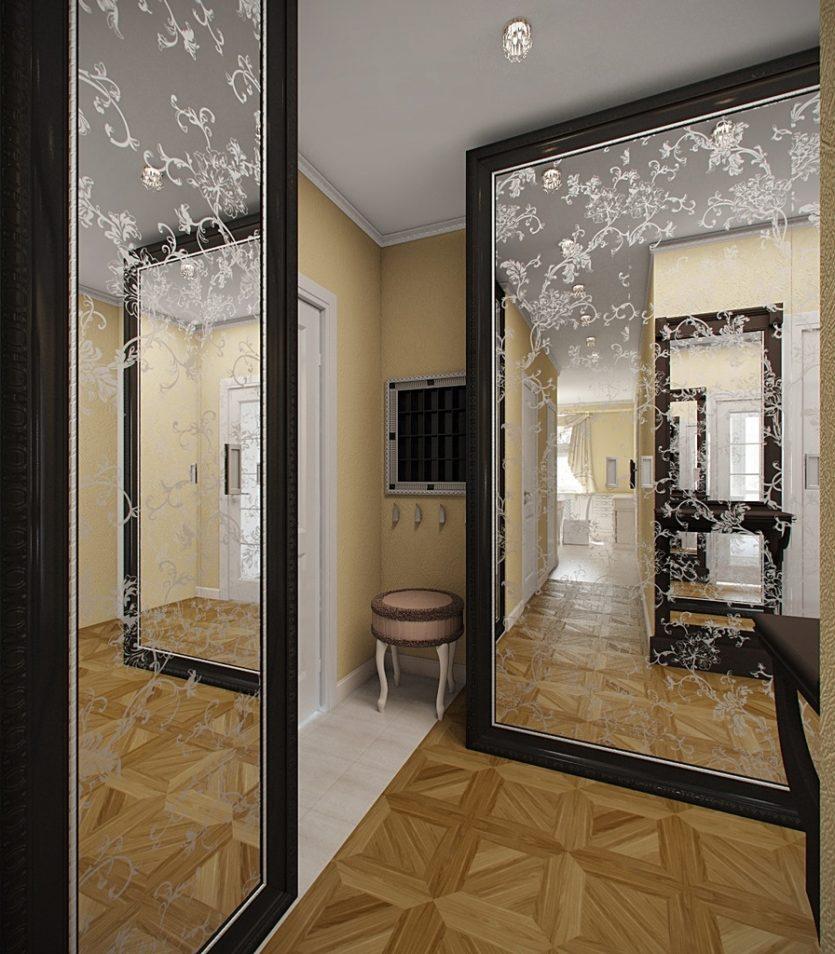 Grands miroirs dans un petit couloir