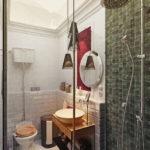 Brique à l'intérieur de la salle de bain