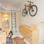 Vélo sur le mur du salon
