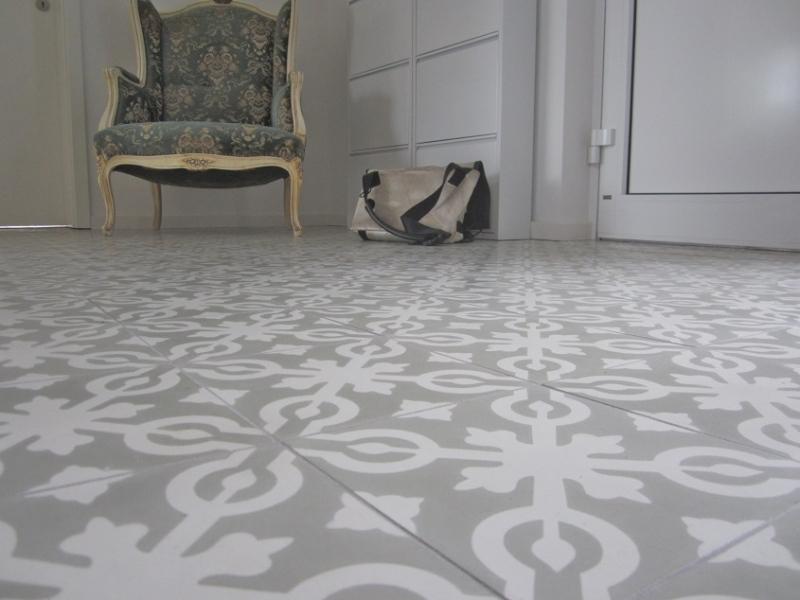 Revêtement de sol en céramique dans le hall d'entrée d'un appartement en ville