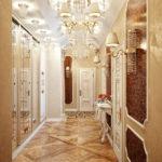 Couloir chic dans un style classique
