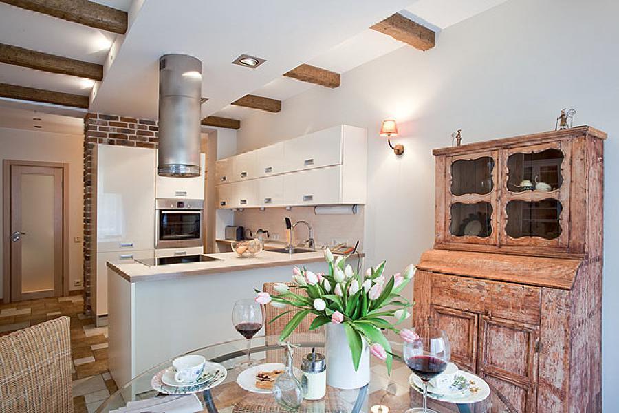 Ancienne armoire de cuisine dans un studio de style provençal