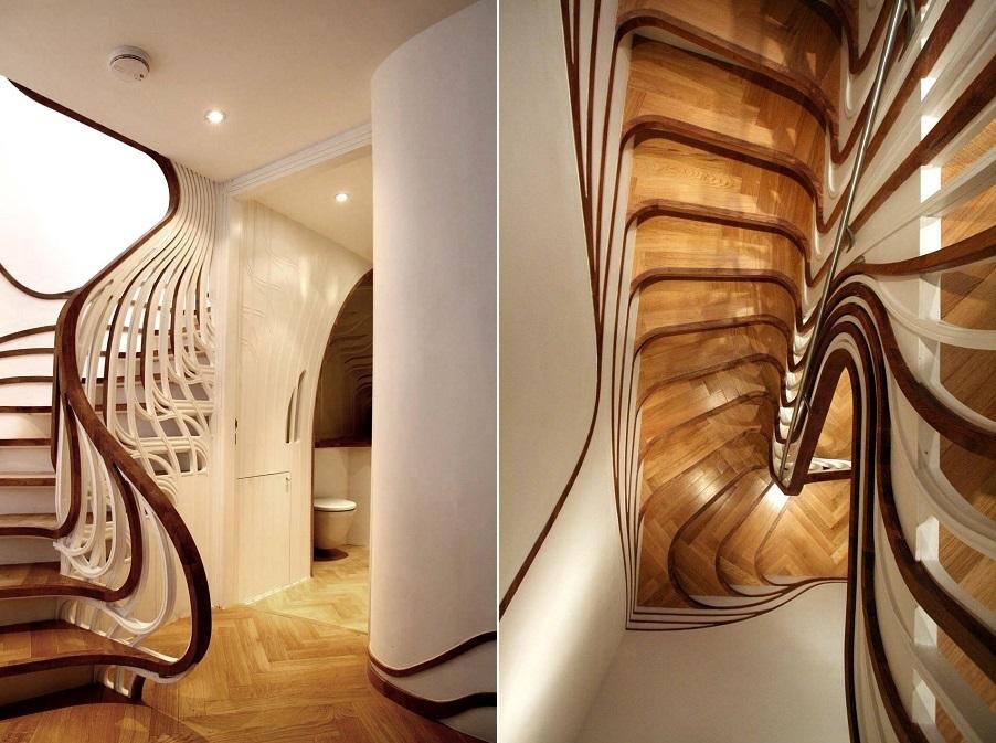 Garde-corps en bois d'origine dans les escaliers du couloir