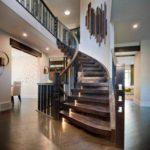 marches en bois d'un escalier en colimaçon