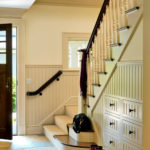 Sac à main pour femme dans les escaliers