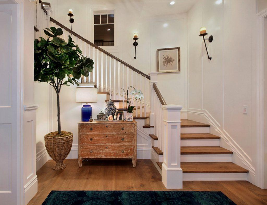 Éclairage d'escalier avec appliques murales