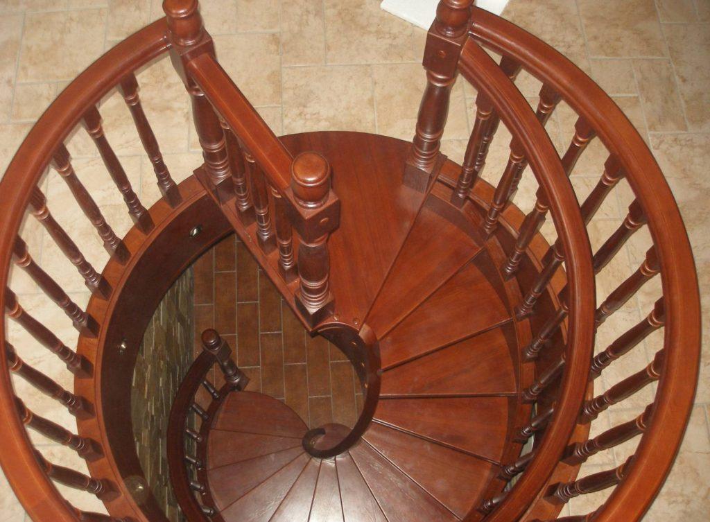 Escalier en colimaçon en bois