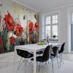Coquelicots lumineux sur des peintures murales réalistes