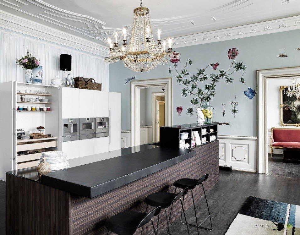 Comptoir de bar dans la cuisine avec papier peint en fibre de verre
