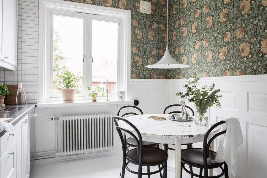 Papier peint en vinyle dans la salle à manger de la cuisine moderne