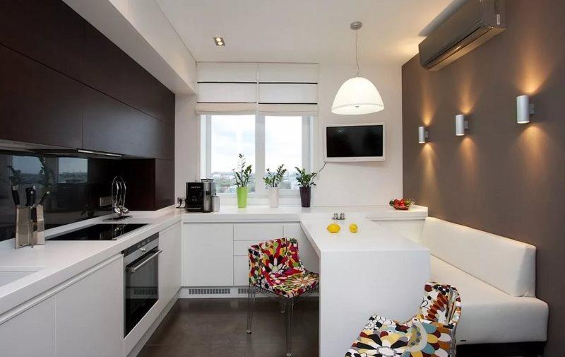 Đồ nội thất màu trắng trong nhà bếp với ghế sofa