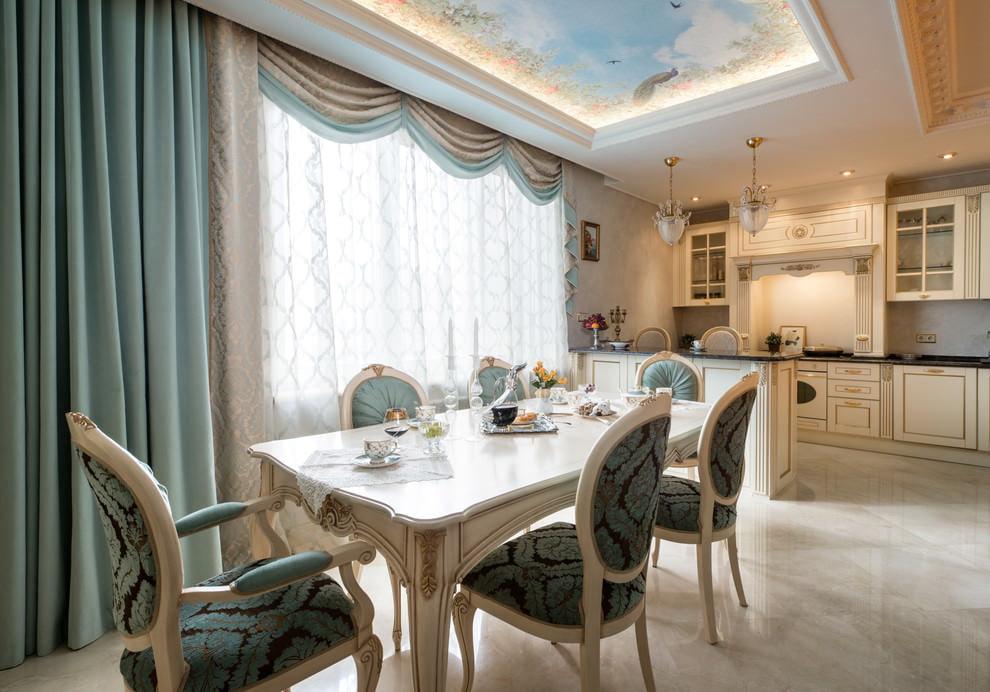 ستارة فيروزية لقطع مباشرة في مطبخ على الطراز الكلاسيكي