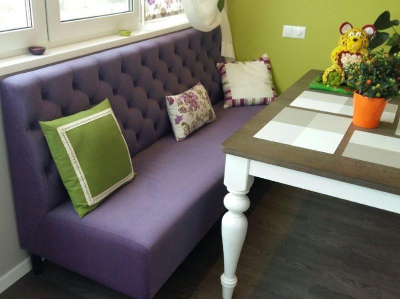 Sofa hẹp với bọc màu tím