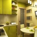 Bucătărie mică cu masă