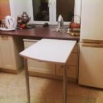 Masă extensibilă de bucătărie cu frigider