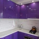 Fațade violet de mobilier de bucătărie