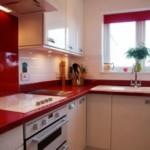 Blatul roșu al mobilierului de bucătărie