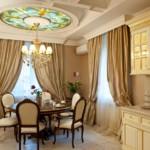 زجاج ملون على سقف المطبخ الكلاسيكي