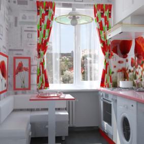 Nhà bếp màu đỏ và trắng trong một căn hộ thành phố
