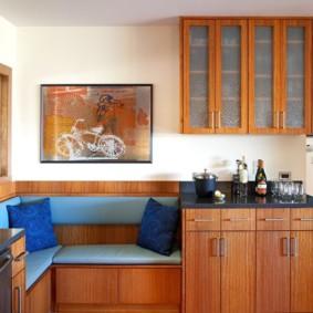Ghế màu xanh trong ghế sofa nhà bếp