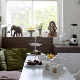 Trang trí bức tượng của nội thất của một nhà bếp hiện đại