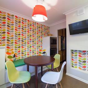 In sáng trên giấy dán tường trong bếp