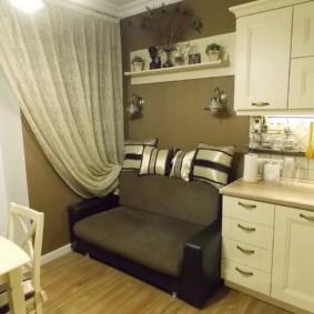 Sofa nhỏ gọn ở cuối bếp
