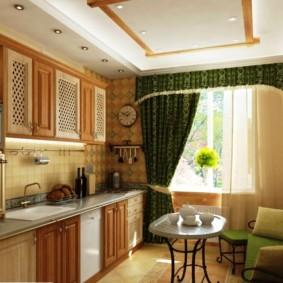 Rèm cửa màu xanh lá cây với lambrequin trên cửa sổ của phòng khách nhà bếp