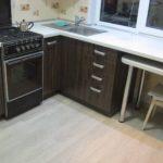 Stratifié léger sur le sol de la cuisine