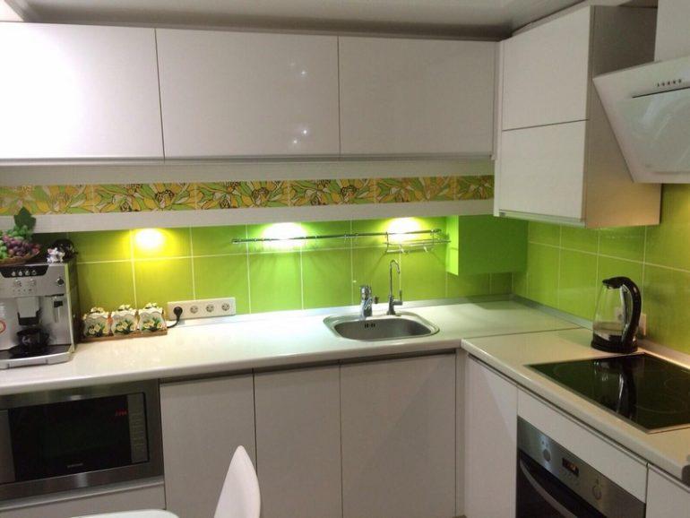 Spotlight pe un șorț de bucătărie verde deschis