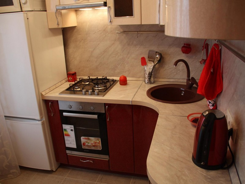 Bucătărie în colț 6 metri pătrați cu aragaz