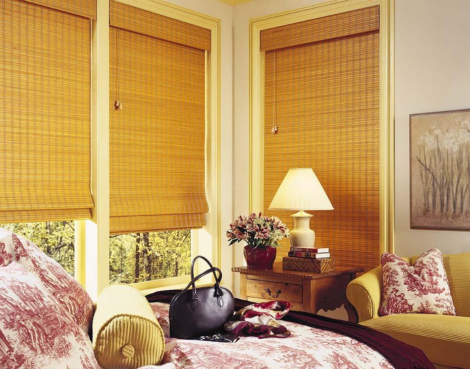 stores en bambou dans la chambre